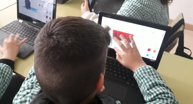 Activitats del Ciutat i Escola acosten l'alumnat a la innovació urbana mitjançant la fabricació digital i electrònica