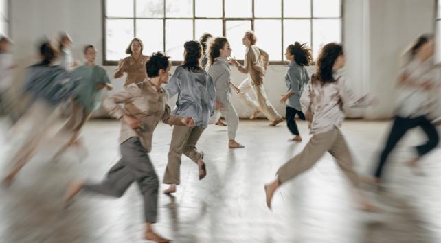 Disset joves ballarins presenten tres coreografies a Ca l'Estruch, aquest dissabte