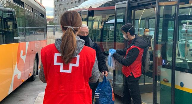 Dispositiu especial demà per garantir el repartiment de mascaretes entre els usuaris i usuàries del transport públic