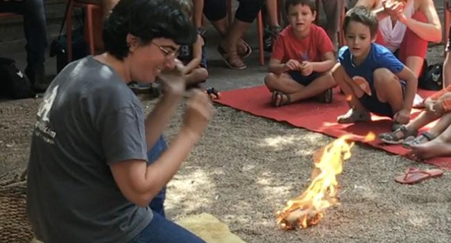 El Museu d'Història organitza aquest diumenge una demostració de com s'encenia el foc en l'antiguitat