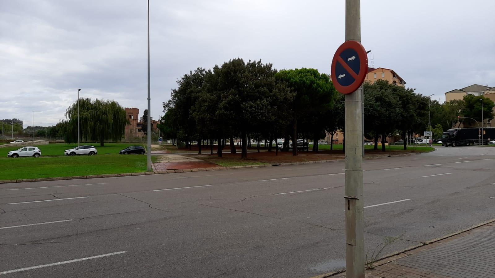 Es condiciona l'asfalt de la plaça del Mil·lenari