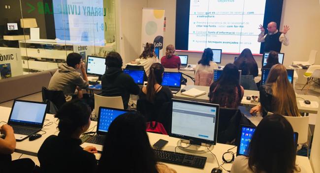 La Biblioteca Vapor Badia i l'Institut Escola Industrial col·laboren per millorar les competències en recerca dels alumnes