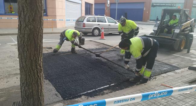 L'Ajuntament col·loca dos elements per reduir la velocitat a dues cruïlles del carrer de Boccacio