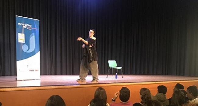 230 joves assisteixen a la representació del monòleg No sólo duelen los golpes de Pamela Palenciano