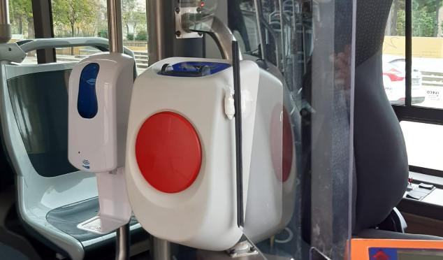 Els autobusos urbans incorporen dispensadors de gel hidroalcohòlic