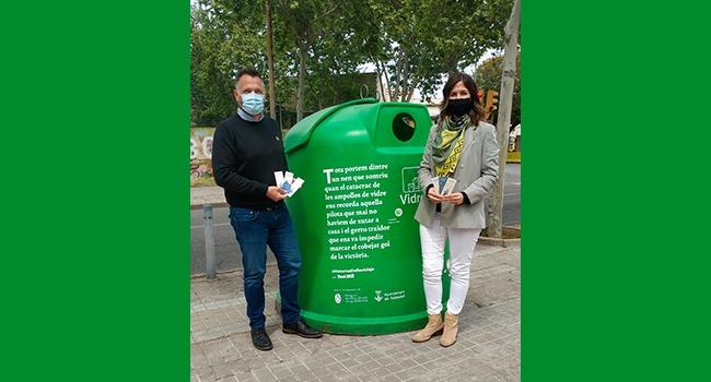 Microrelats de set autors reconeguts s'escampen per Sabadell en favor del reciclatge i la cura del medi ambient
