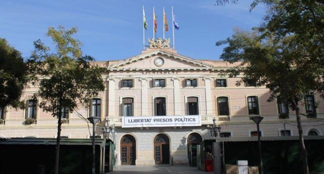L'Ajuntament presenta un recurs contra la decisió de la Junta Electoral que ordena retirar diferents símbols dels edificis municipals
