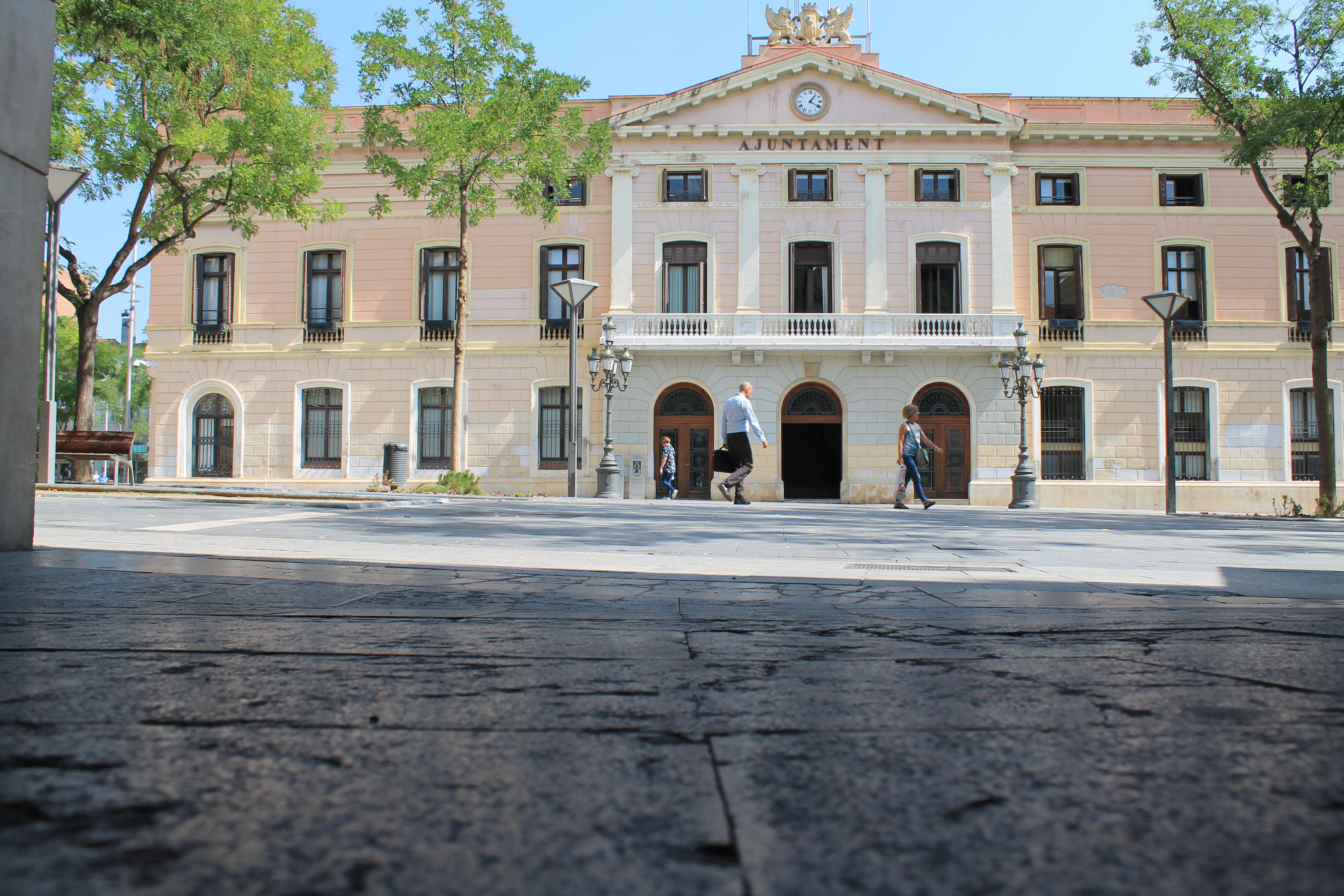 La Junta de Portaveus aprova una moció per col·locar la bandera republicana a la façana de l'Ajuntament