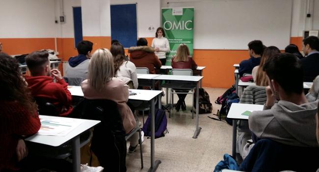 Sessió formativa sobre consum responsable adreçada a alumnes de grau superior del Taulé Viñas