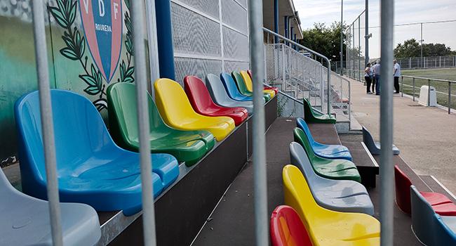 Els camps de futbol de Torre-romeu, la Roureda i Can Deu estrenen grades desmuntables