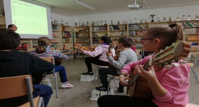 L'alumnat dels tallers de música i teatre a les escoles augmenta en més d'un 35% en un any i arriba a prop de 560 nens i nenes