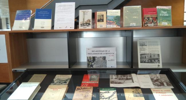 La Biblioteca Vapor Badia exposa una mostra bibliogràfica sobre la Segona República