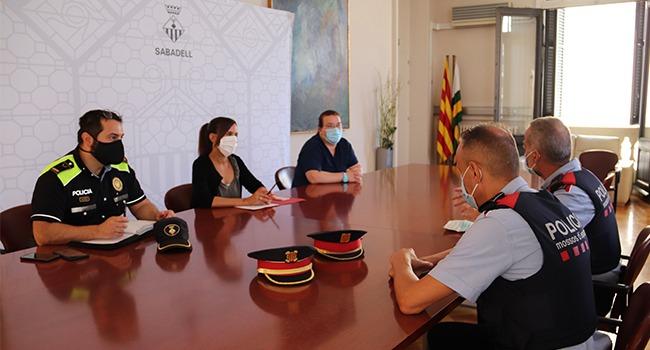 Policia Municipal i Mossos d'Esquadra intensificaran la vigilància per evitar trobades no permeses a la via pública, especialment en els dies en què s'hauria d'haver celebrat la Festa Major