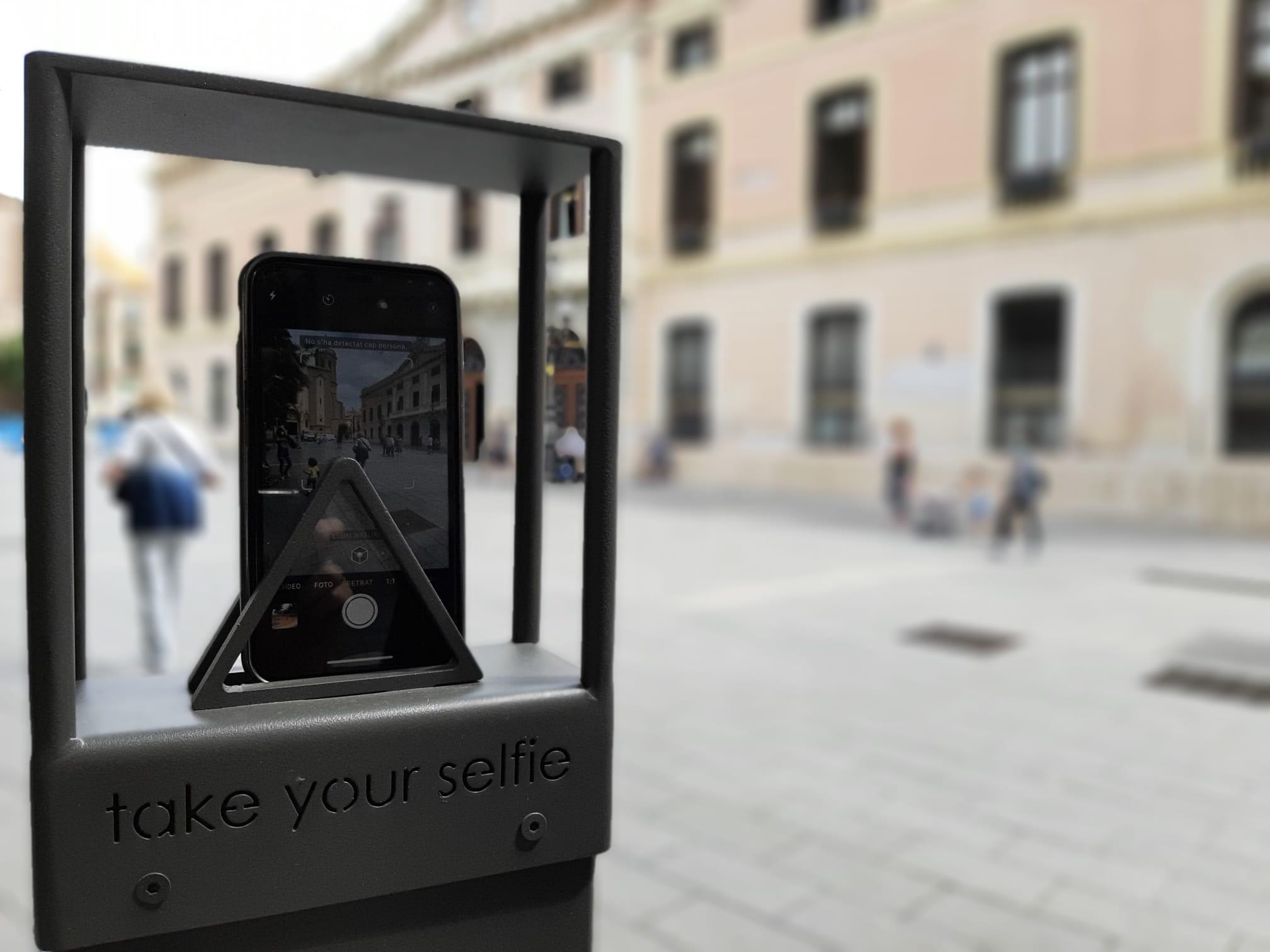 """Una ruta """"selfie"""" permetrà fomentar llocs emblemàtics de Sabadell per mitjà d'autoretrats amb dispositius mòbils"""