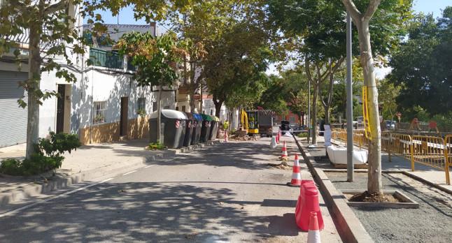 L'Ajuntament repara diverses voreres i ferms del barri del Poblenou