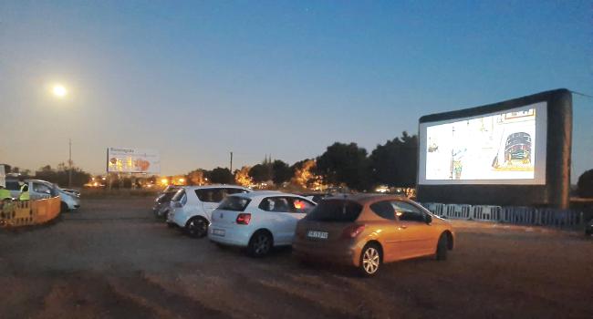 Cinema a la fresca i autocine a la programació cultural d'aquesta setmana