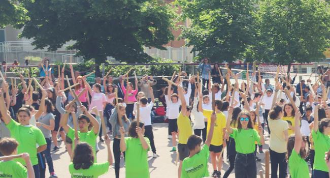 La II Trobada d'Escoles Bastoneres reunirà divendres uns 750 alumnes de Sabadell a la plaça del Treball
