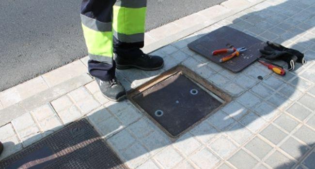 Comença a aplicar-se un sistema antirobatori de cable a l'enllumenat públic