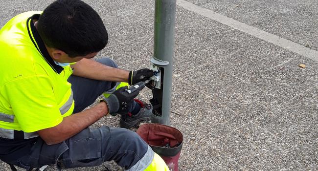 Comencen les obres de reposició de cable d'enllumenat públic robat a diferents carrers