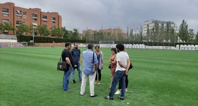 Visita a les obres de renovació de la gespa artificial del camp de futbol municipal de La Creu