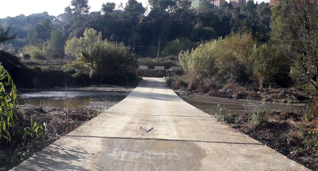 Acaba l'operació de neteja de les graves del gual de l'horta de Can Bages, al riu Ripoll