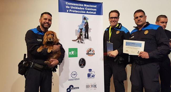 La unitat canina de la Policia Municipal rep una distinció per bones pràctiques
