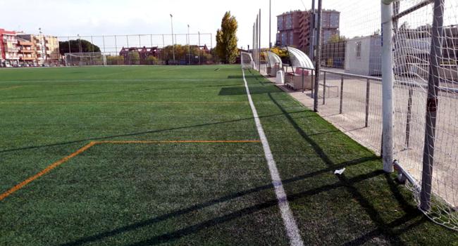 La gespa artificial del camp de futbol de Can Rull es substituirà aquest estiu