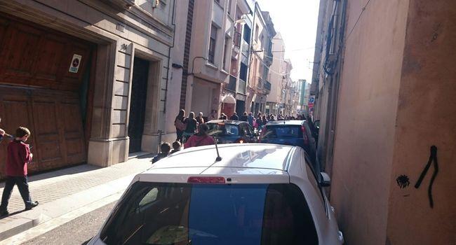 A partir d'avui es limita el trànsit de vehicles al carrer del Jardí a les hores d'entrada i sortida de les escoles