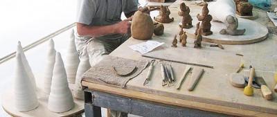 """""""Pensar amb les mans"""" és la nova oferta formativa per al 2016 d'Illa Oberta - Tallers d'Art de l'Escola Illa"""