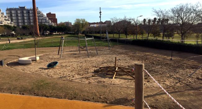 L'Ajuntament obre l'àrea de joc infantil del parc Central del Vallès, ara totalment renovada i neta de restes de fibrociment