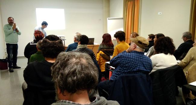 Una trentena de persones participen al curs gratuït d'iniciació a la comptabilitat per a entitats