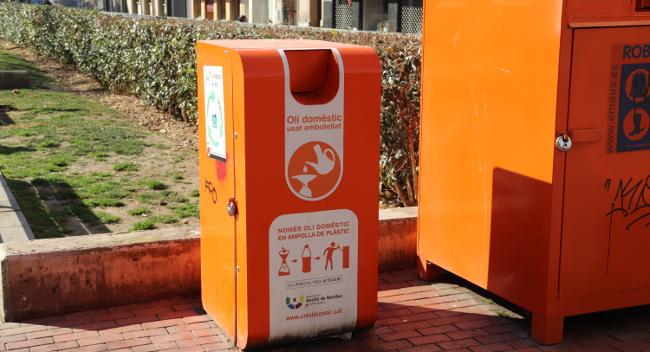 Sabadell instal·la deu nous contenidors de recollida d'oli