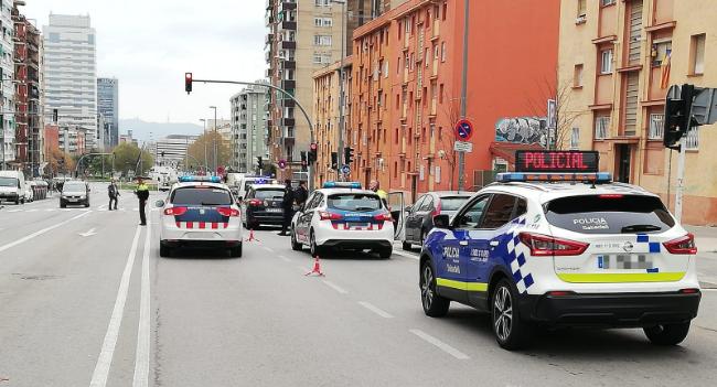La Policia Municipal intensifica els controls perquè es compleixi el confinament durant la Setmana Santa