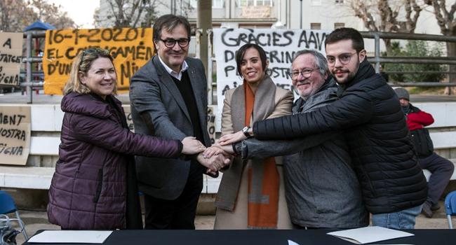 Generalitat, Ajuntament de Sabadell i veïns dels Merinals signen l'acord per encarregar un estudi que revisi els 170 habitatges amb patologies estructurals