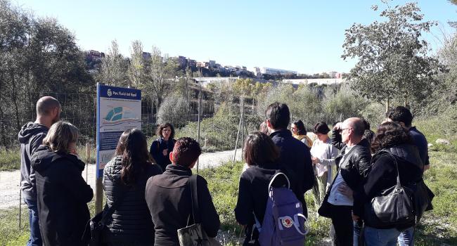 Visita al riu Ripoll de representants de diversos municipis per conèixer les experiències en gestió eficient de l'aigua