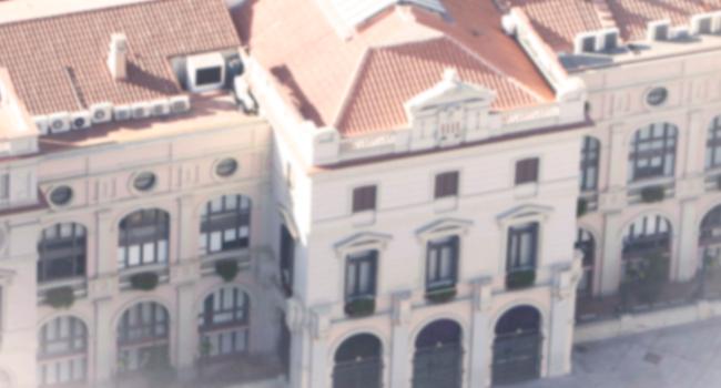 L'Ajuntament de Sabadell gira la pancarta per la llibertat dels presos i retira els llaços per imposició de la Junta Electoral