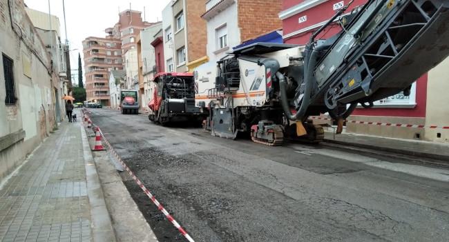 L'asfaltat als carrers de l'Escola Pia, de Josep Bruguera i de Francesc Izard queden suspesos demà a causa de l'episodi ambiental de contaminació