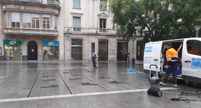 Les fonts ornamentals de les places de Catalunya i Sant Roc entren de nou en funcionament