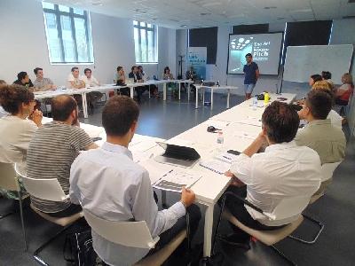 Activitats formatives sobre xarxes socials, models de negoci, finançament i creació d'empreses