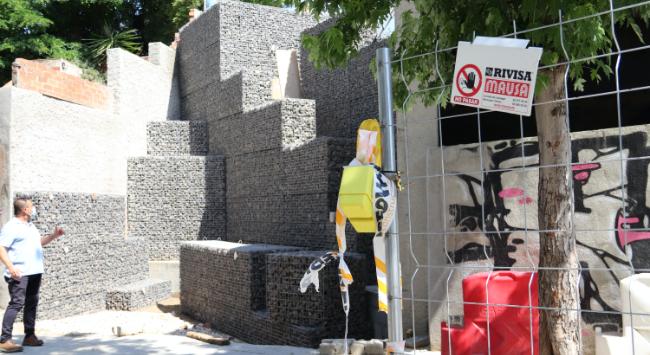 Es reprèn la construcció de les escales al carrer de Góngora que comunicaran la Serra d'en Camaró i la carretera de Terrassa