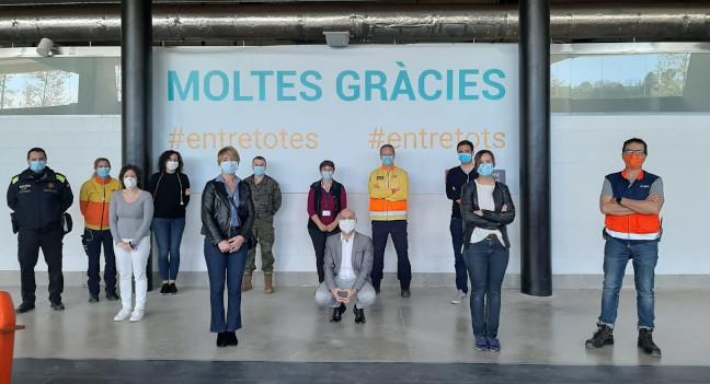 Portaveus municipals han visitat avui la Pista Coberta per veure com s'està desenvolupant la seva transformació en hospital temporal