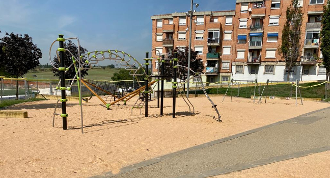 Finalitzen els treballs de remodelació de les àrees de jocs infantils de la Roureda i Vila Arrufat