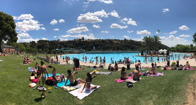 Balanç positiu de l'afluència de banyistes a La Bassa i a les piscines municipals a mitja temporada, amb més 168 mil usuaris