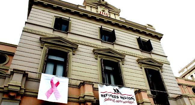 La llaçada rosa lluirà a la façana de l'Ajuntament coincidint amb el Dia Mundial del Càncer de Mama