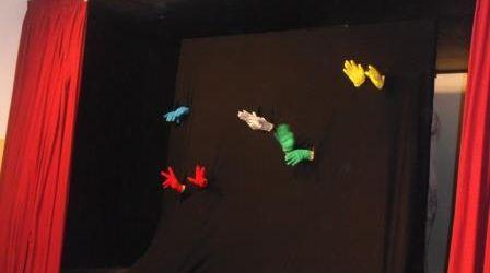 Més de 850 infants veuran aquest curs l'obra Mans de colors, de la Fundació Atendis
