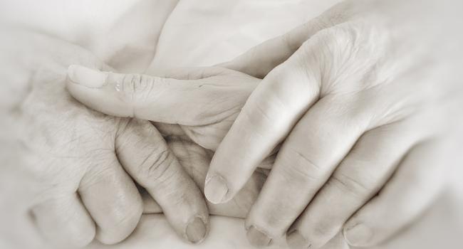 Institucions i professionals presenten una guia de prevenció, detecció i abordatge del maltractament a la gent gran