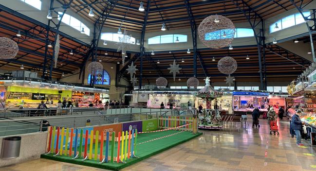 Botigues i parades de mercats comencen a repartir material de promoció del comerç de la ciutat