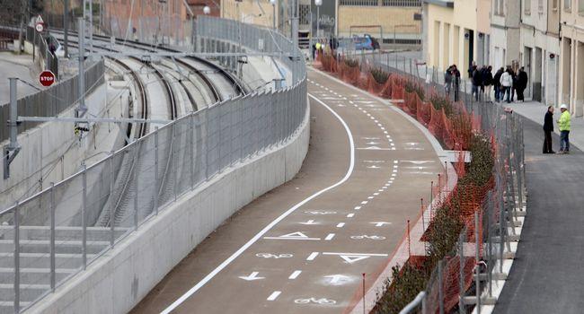 El soterrament d'un tram de la via entre Gràcia i Can Feu permet pacificar el trànsit i donar prioritat als vianants i les  bicicletes