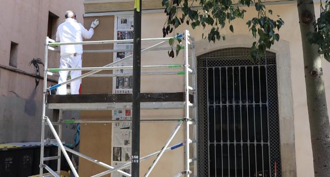 Participants en programes d'ocupació milloren l'edifici del Museu d'Art