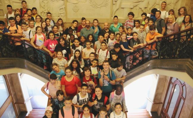 """Alumnat de les escoles Arraona, Creu Alta i Xaloc exposen a l'Ajuntament l'anàlisi que han fet sobre """"Sabadell i la música"""" i les seves propostes de futur"""